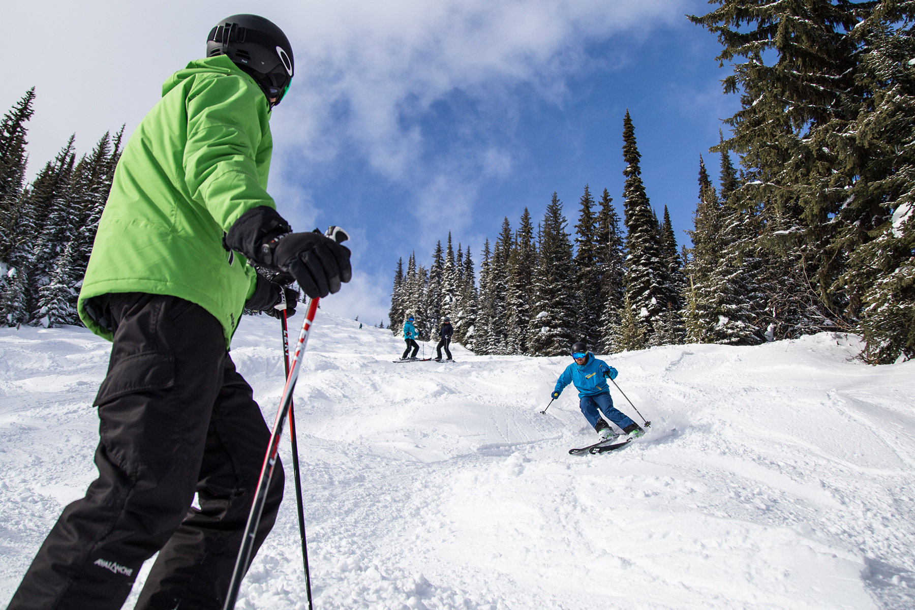 Advanced ski school lesson at Sun Peaks