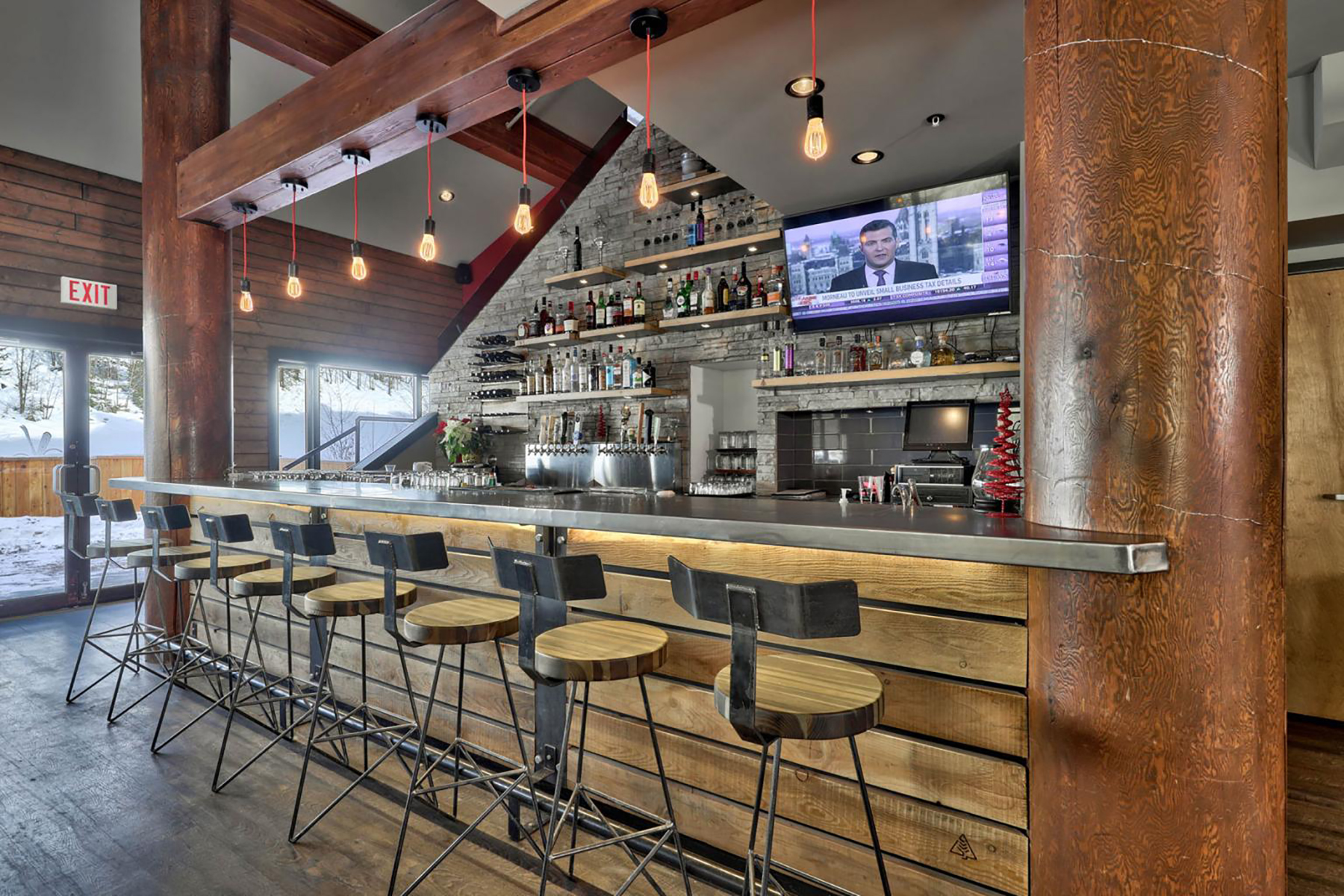The bar at Cahilty Creek Kitchen and Taproom