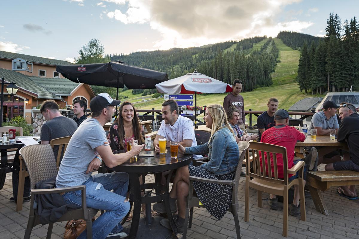 Enjoy the patio atmosphere in Sun Peaks this summer.